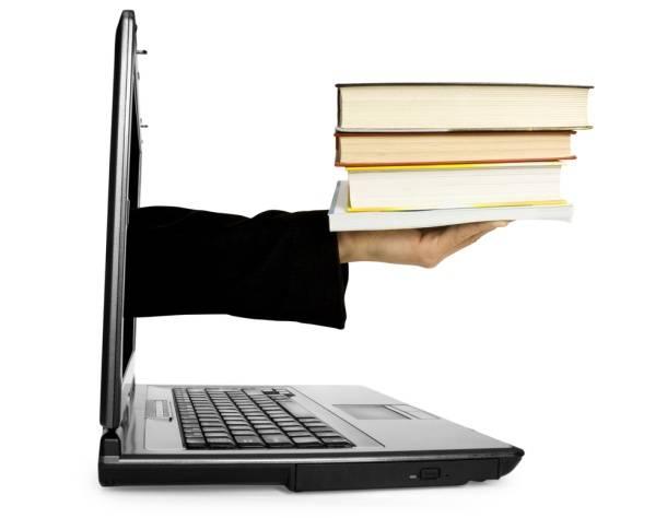 Ребенок и книга или копьютер