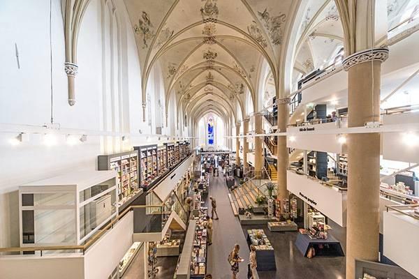 broerenkerk-church-transformed-into-a-bookstore-zwolle-netherlands-01-600x400