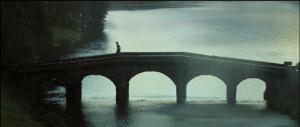 Elizabeth runs across bridge P&P 2005