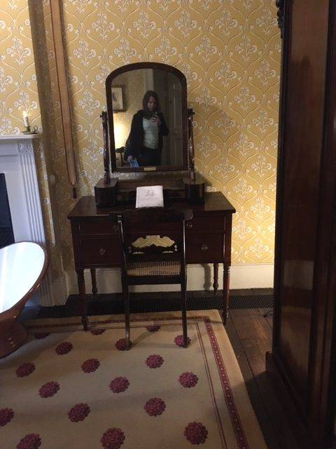 mirror in dickens's bedroom