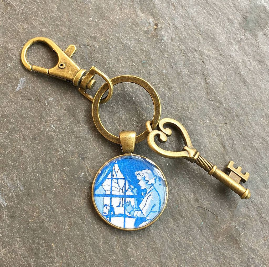 keyring with image from nancy drew endpapers