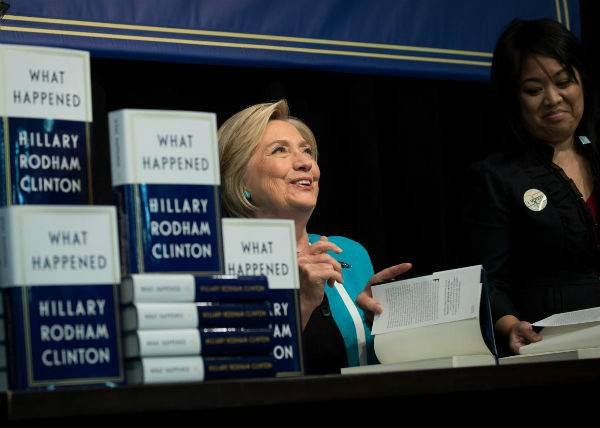 Hillary Clinton's WHAT HAPPENED Sells More Than 300,000 Copies in First Week | BookRiot.com