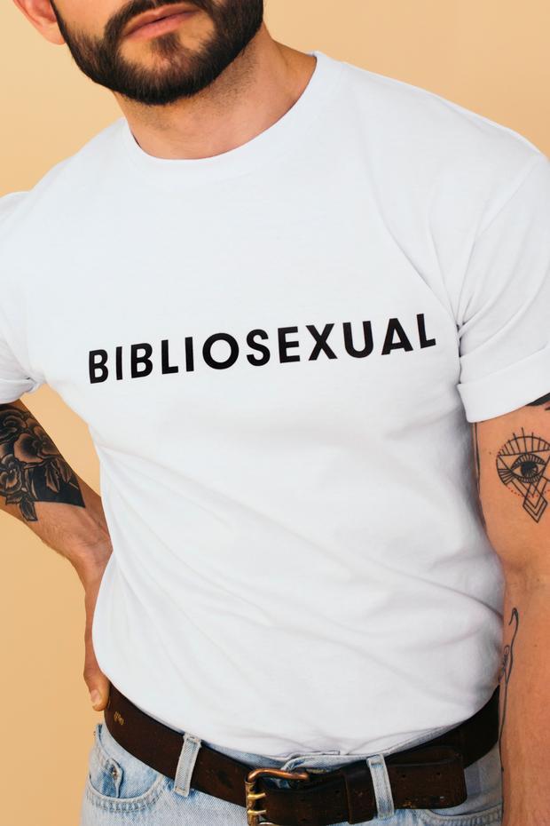tshirt reading BIBLIOSEXUAL