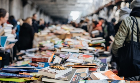 Take Note: 7 Reasons Book Signings are Better than Concerts