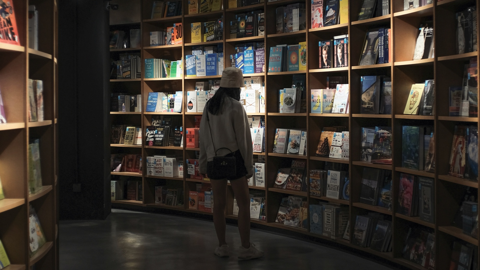 bookriot.com - Mariela Santos Muñiz - What Are the Fastest Selling Books in U.S. Publishing History?